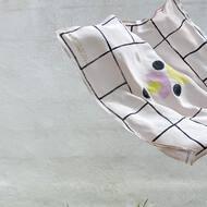 ⚡️NUEVO⚡️ Pañuelos de seda vegana 🐛estampados, como ya sabéis, a 🤚🏼 con la técnica de #blockprint .Es una Edición Limitada de 3 diferentes diseños, he disfrutado mucho haciéndolos pero no sé si los repetiré.. ¡así que no te quedes sin el tuyo! Pronto os mostraré cómo llevarlos 🌸PVP: 40€ (envío incluido en Península)